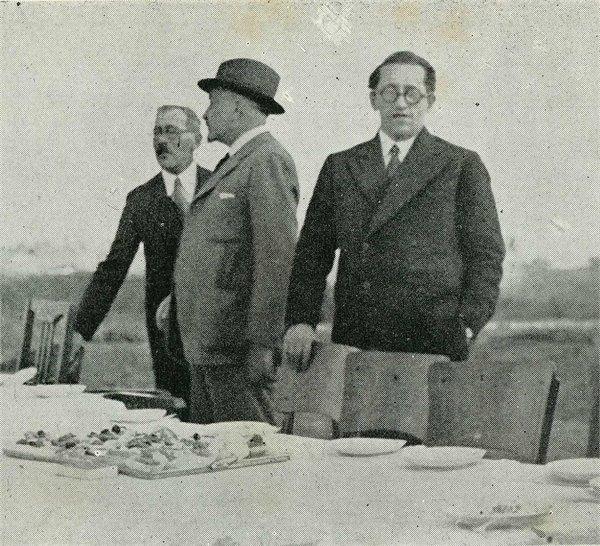 טקס הנחת אבן הפינה למכון זיו: וילקנסקי עם חיים ארלוזורוב, ראשון מימין, וחיים ויצמן במרכז 1933